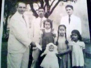 Walderez e o pai recebem pequena homenagem da Nestlé = origem da foto = www.sobreviventeitajiba.blogspot.com.br