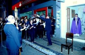 Por Tadeu Italiani - Coral Vozes de Itu entoa canto, sob a regência do professor e historiador Luis de Francisco.
