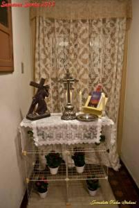 O Santo Lenho depositado no altar de nossa casa, após cerimônia de incensamento.