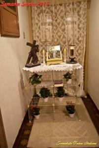 Décima Estação da Via Sacra: altar montado na entrada de nossa casa. Ilustração cedida pela Igreja Matriz Nossa Senhora da Candelária.